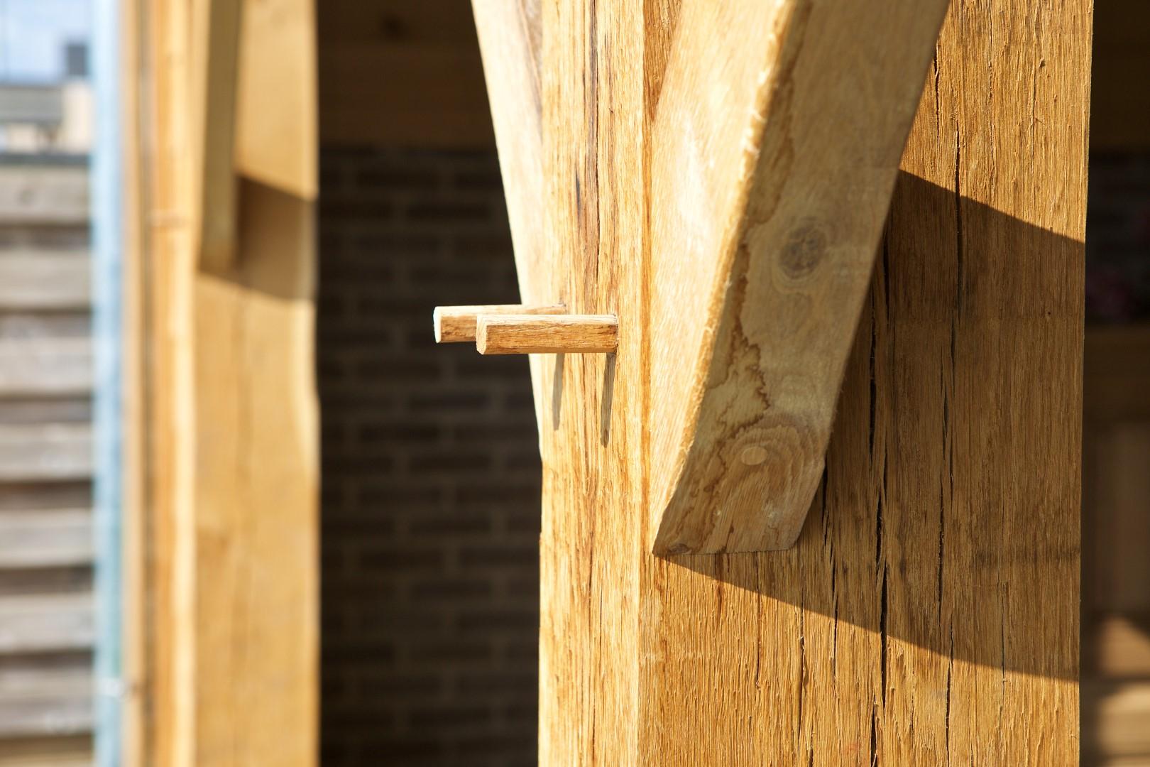 GB Construct, Eiken terrasoverkapping, Bijgebouw, Schrijnwerken, Kroonlijst, Stalen ramen, EPDM dakbedekking