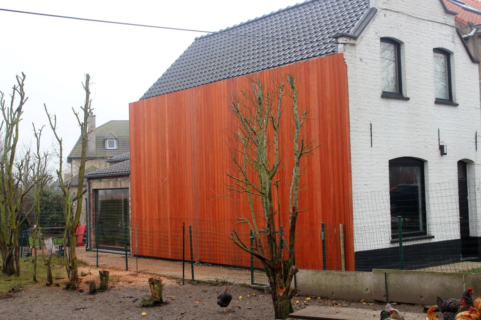 GB Construct, Gevelbekleding, Padouk planchetten, Isolatie, Zinken bakgoot, Nieuwpoort