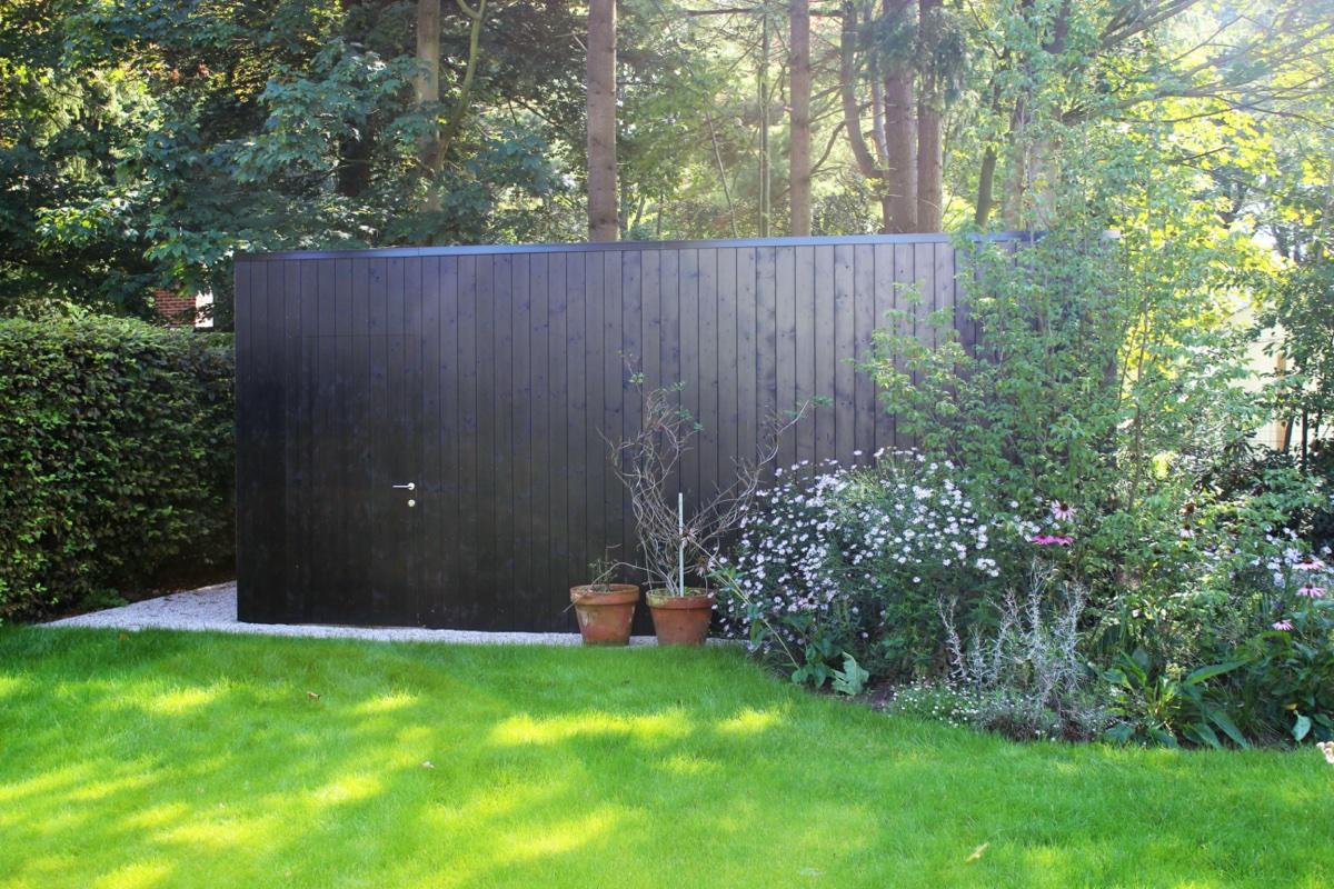 GB Construct, Tuinhuis, Bijgebouw, Schrijnwerken, Gevelbekleding thermowood zwart gelakt, EPDM dakbedekking, Geïsoleerd, OSB